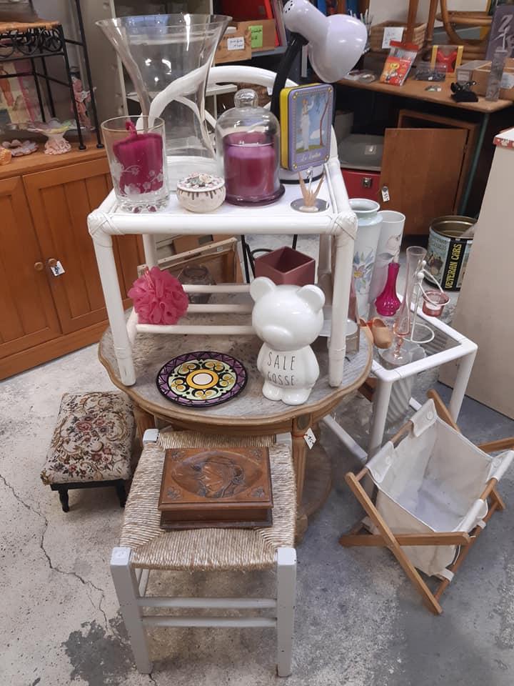 meuble vaisselle tasse miroir tableau roses console décoration
