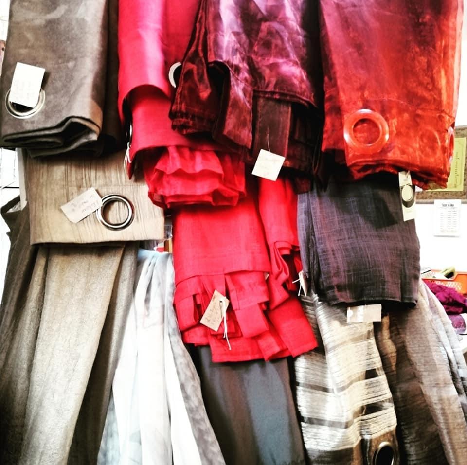 Vente spéciale mercerie rideaux recyclerie au bonheur des bennes Saint-Nazaire 44