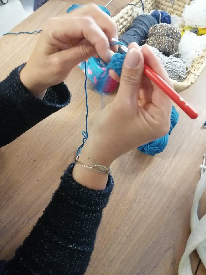 Atelier crochet reemploi tee-shirt recyclerie au bonheur des bennes saint nazaire 44