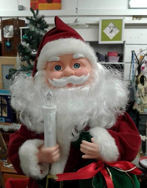 Père Noël rouge réemploi recyclerie au bonheur des bennes 44 Saint-Nazaire
