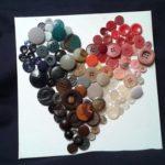 Cœur en bouton coloré réemploi recyclerie au bonheur des bennes 44 Saint-Nazaire